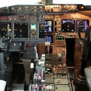 Boeing_747-400_cockpit